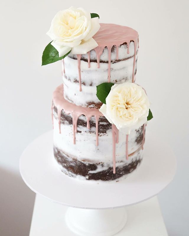 dusty pink and rose gold wedding cake this is the one semi with a dusty pink drip 13794