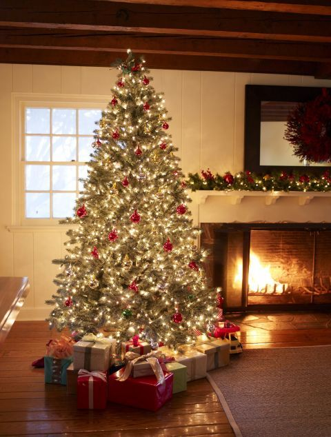 9 Holiday Decorating Ideas Interior Designers Use In Their Own Homes Beautiful Christmas Decorations Holiday Decor Christmas Interiors