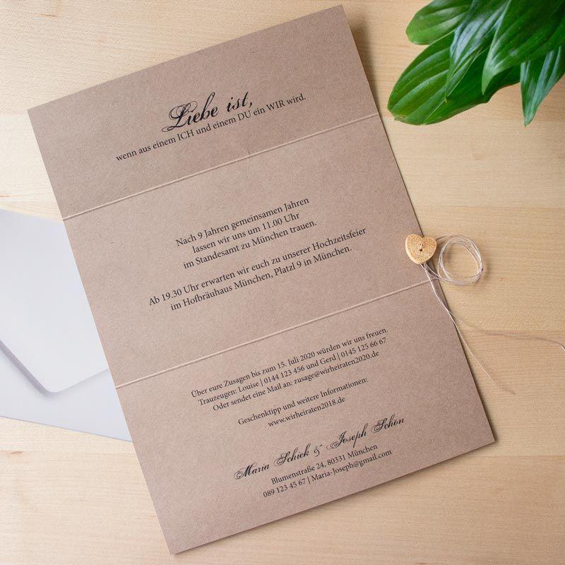 Einladungskarte Hochzeit Kraftkarton Mit Herz In 2020 Einladungskarten Hochzeit Karte Hochzeit Hochzeitstagskarten