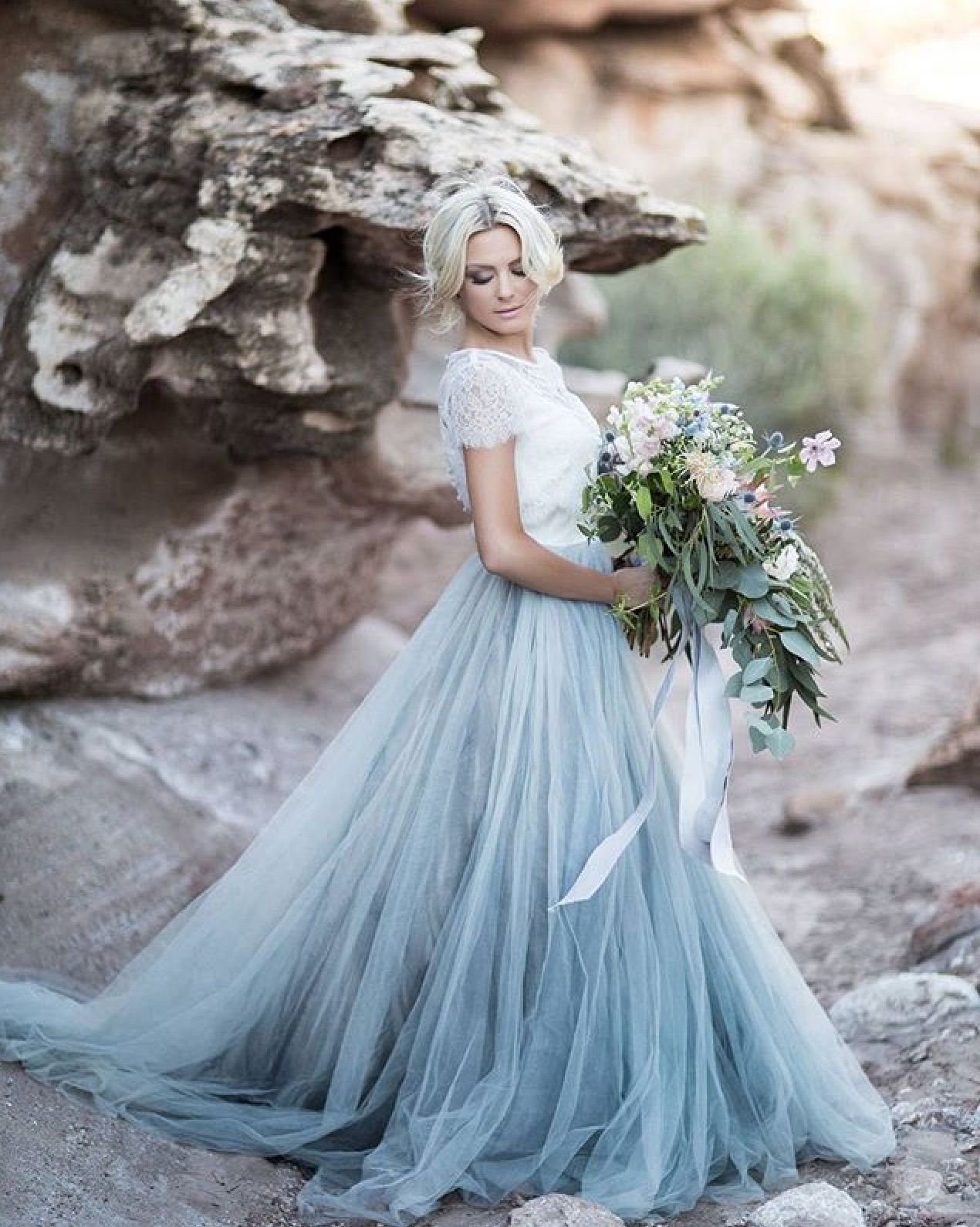 I just LOVE this look ! Makes it do romantic and feminine ...