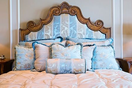 great how-to for the panel in Gretas headboard! How to Upholster a ...