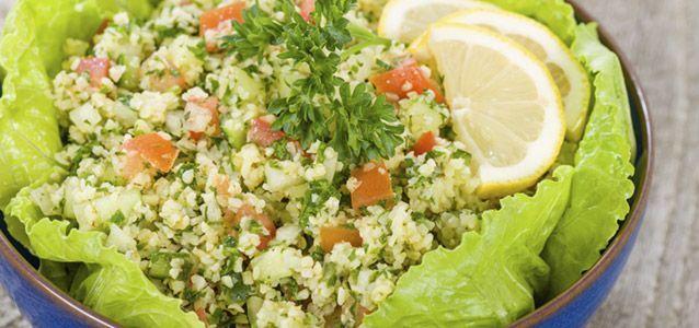 Dieser Bulgur-Salat ist eine leichte aber sättigende Salatvariante, die als Beg... -