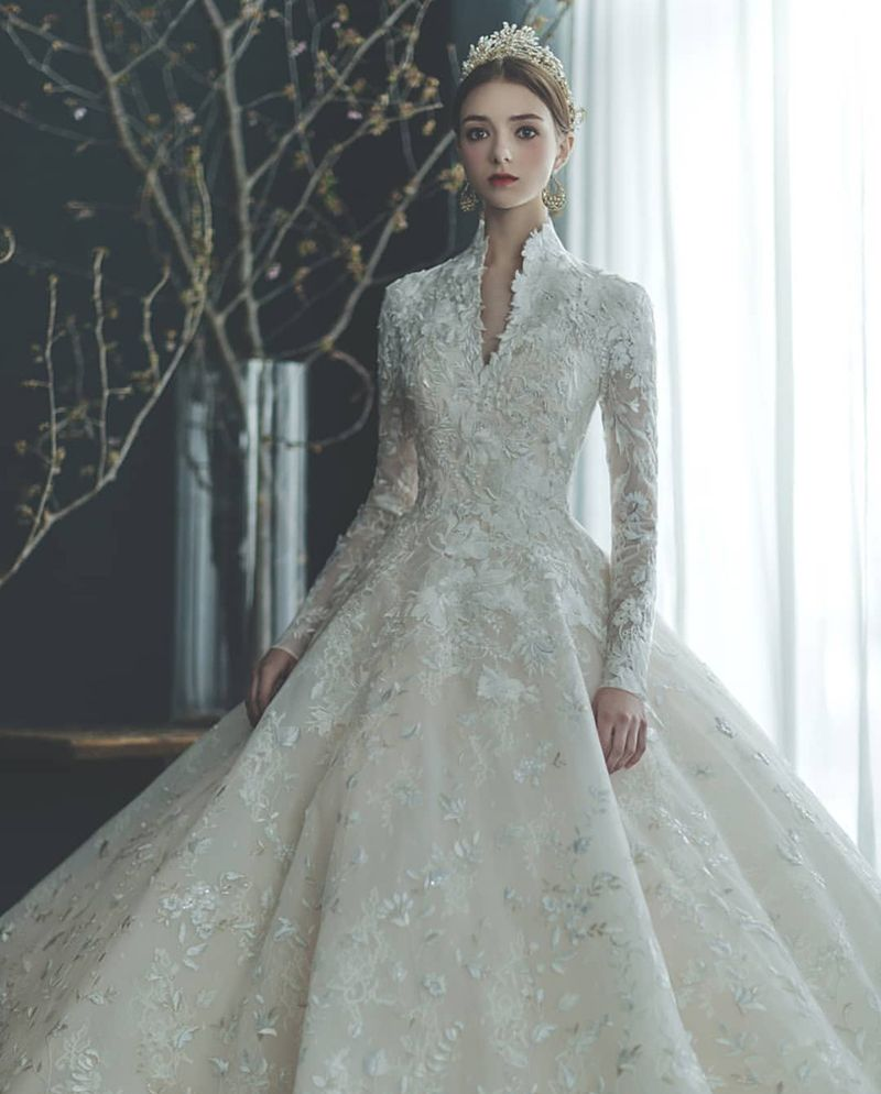 20 Modest Wedding Dresses For The Fashion Loving Modern Bride Wedding Dresses Unique Modest Wedding Dresses Wedding Dresses