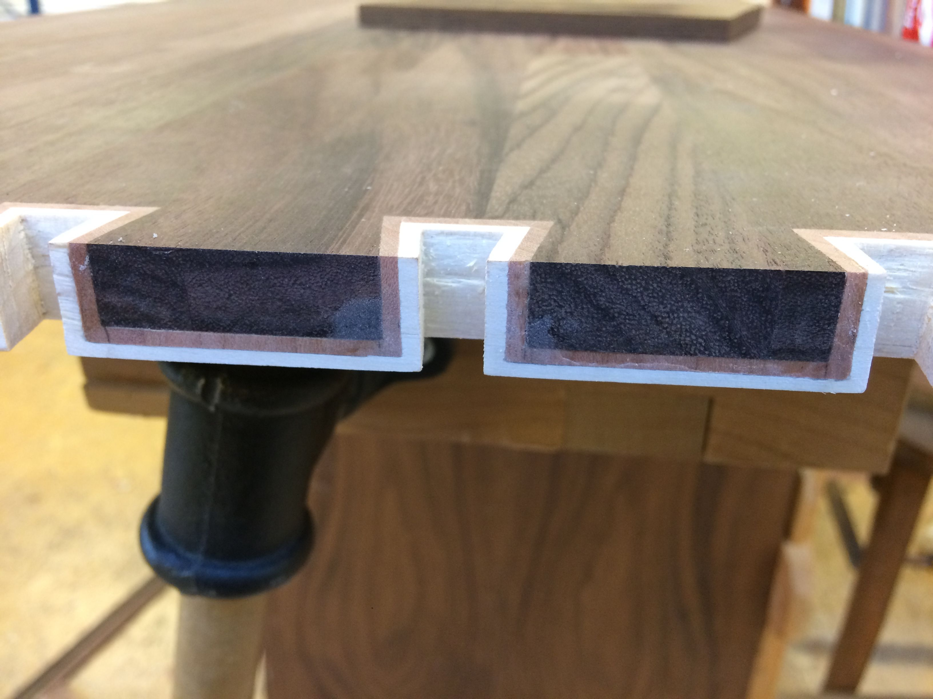 Dovetail with double inlay