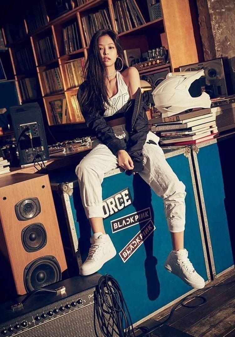 Adidas Originals Wallpaper Hd Jennie Bp Blackpink Korea Nike Yg Blackpinkjennie