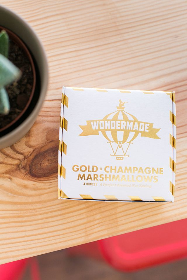 Wondered makes delicious handmade marshmallows with boozy flavors like champagne, gin, and bourbon! Click through for more details about this shop. (photos by @amalieorrange)