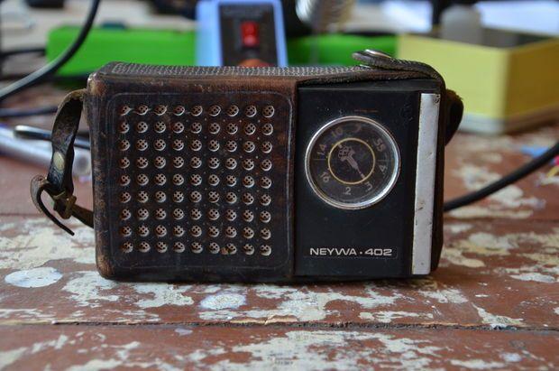 Converting Old Radio Into A Bluetooth Speaker Vintage Radio Old Radios Radio