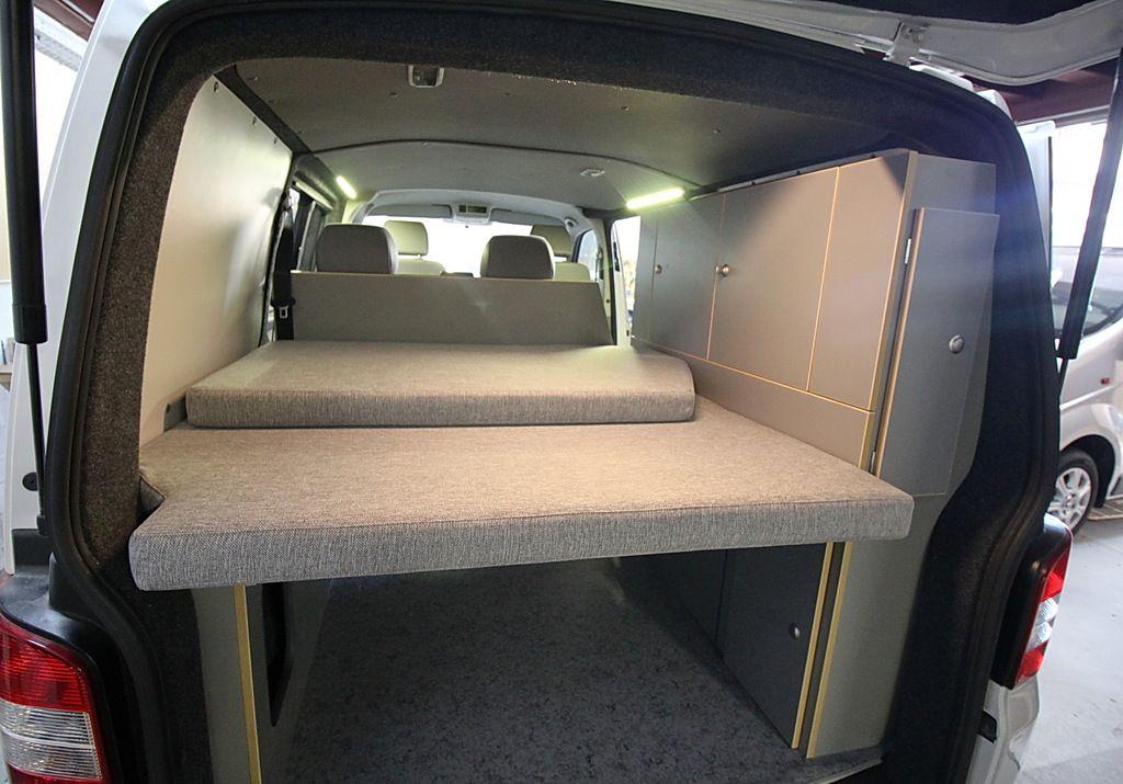 raumkunstbus 2 der ausbau. Black Bedroom Furniture Sets. Home Design Ideas