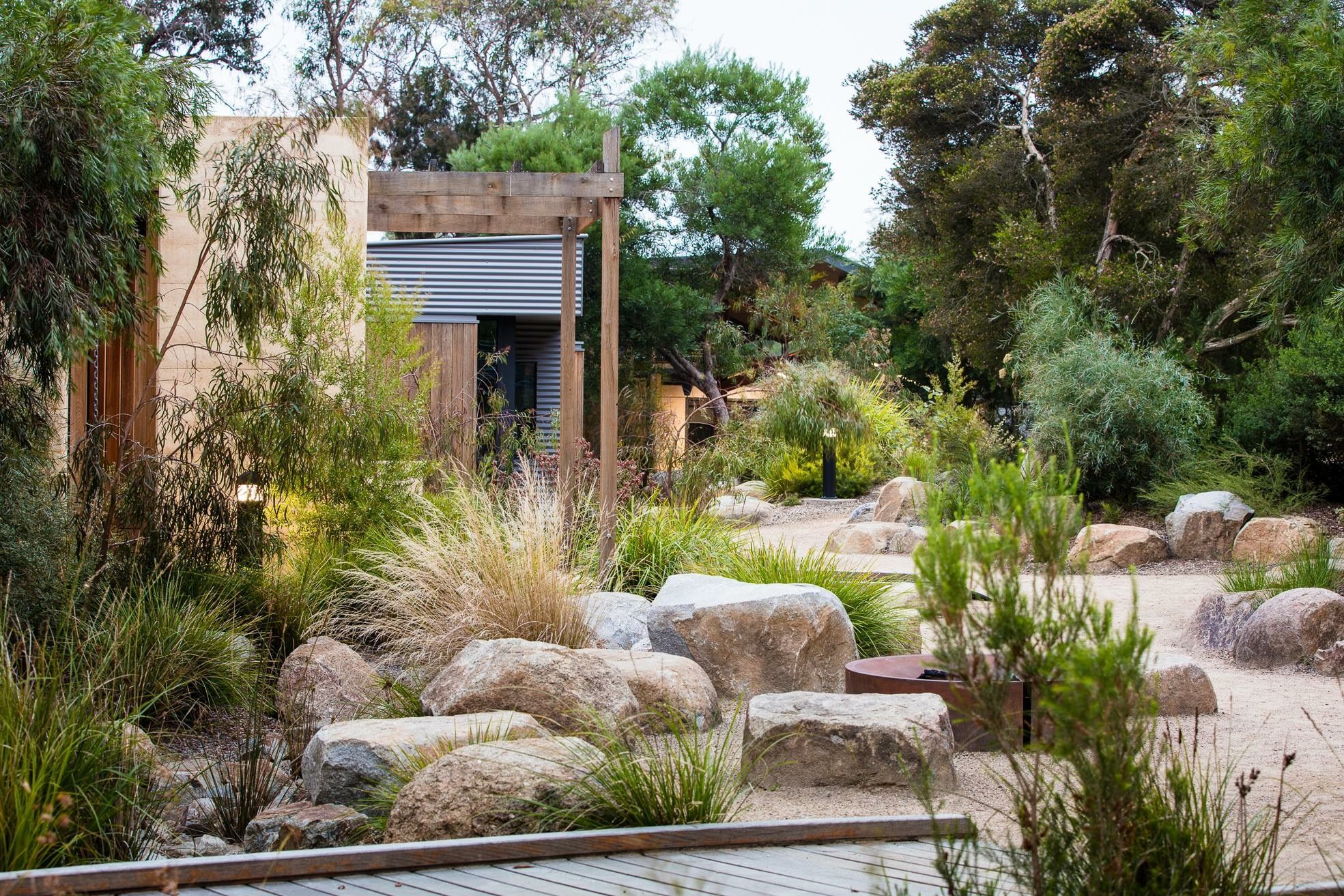 desertscape garden | Australian garden design, Australian ...