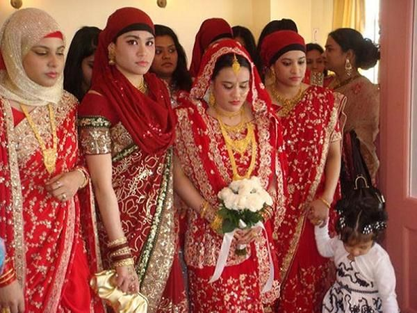 Muslim wedding ceremony and traditions muslim brides hindu muslim wedding ceremony and traditions easyday junglespirit Choice Image