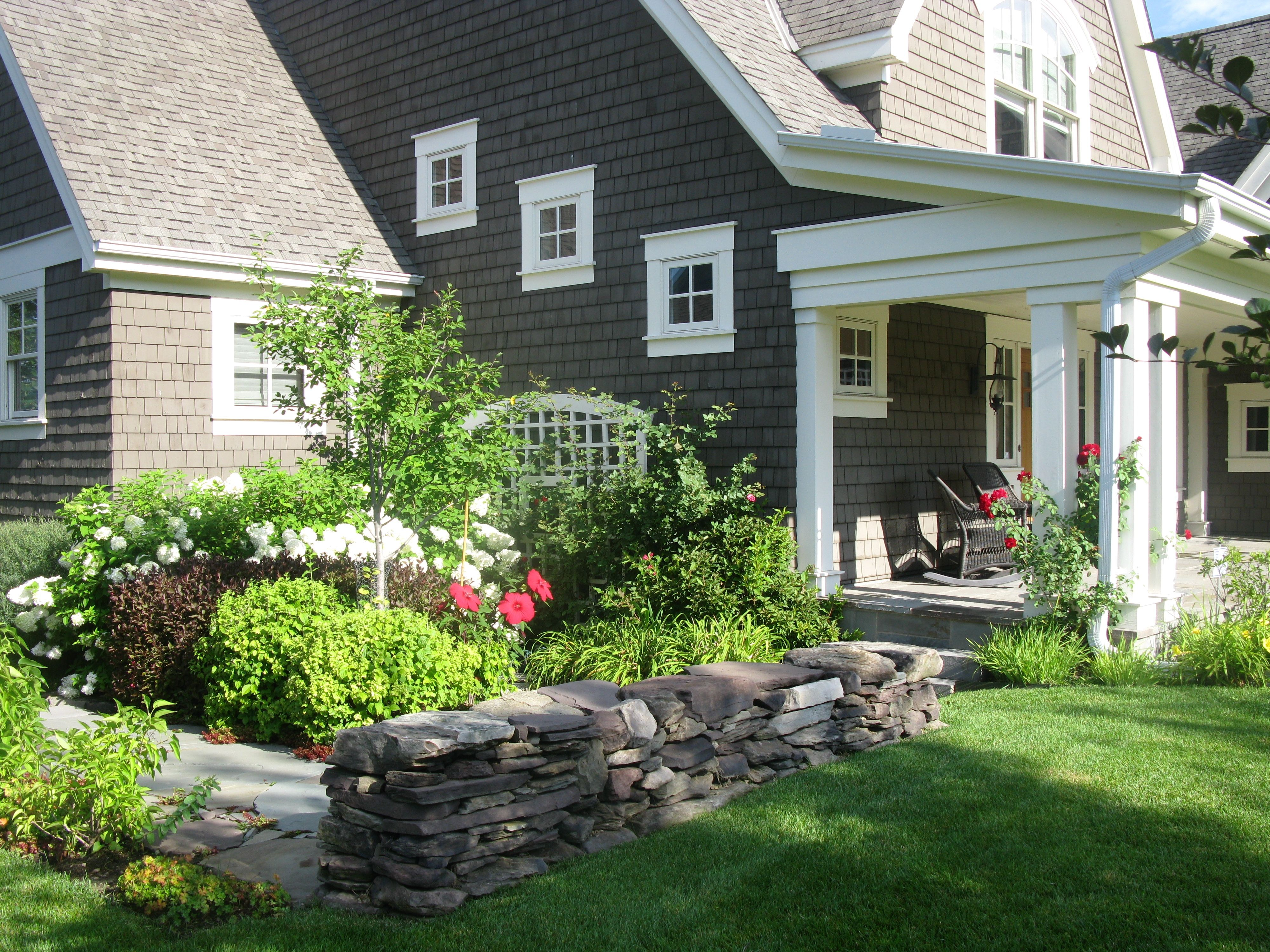 Landscaping ideas for front of house with porch to for Garden in front of house