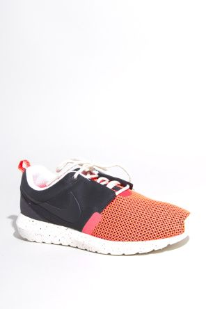 Shop for Nike Sportswear Footwear for Men | Rosherun Natural Motion Breeze in Black/Pine | Incu