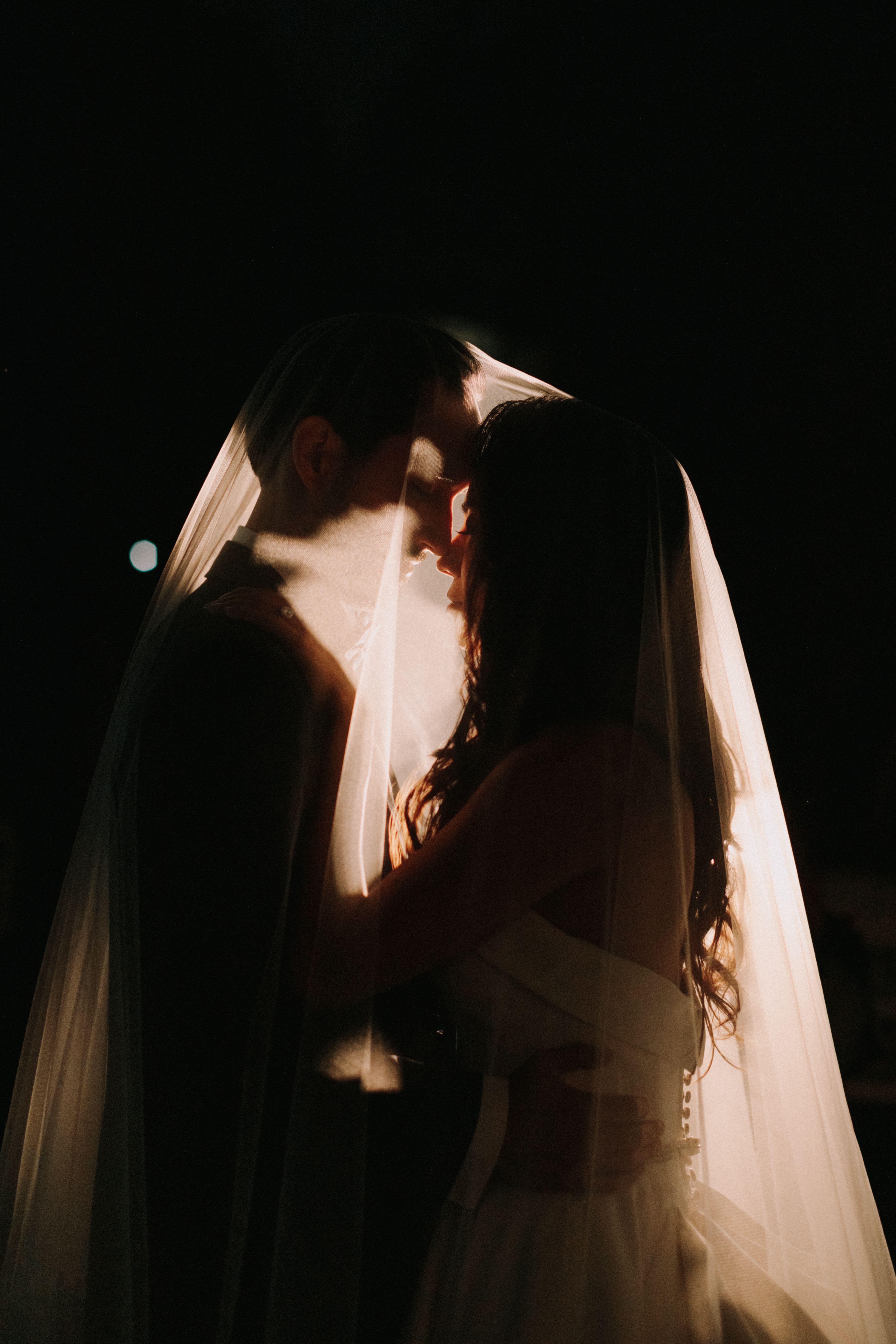 Trending 20 Must Have Night Wedding Photo Ideas Emmalovesweddings Night Wedding Photos Night Time Wedding Night Wedding Photography