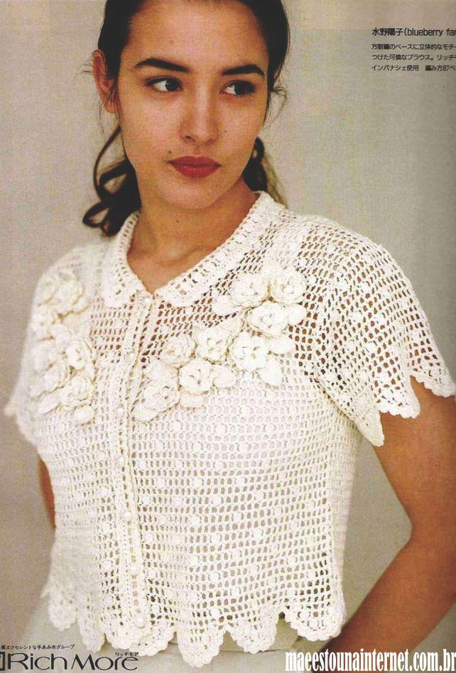 ff311ed3a5 Bolero Branco em Crochê com Manga Curta com Gráfico e aplicação de flores  em crochê fazendo maior se torna um casaquinho