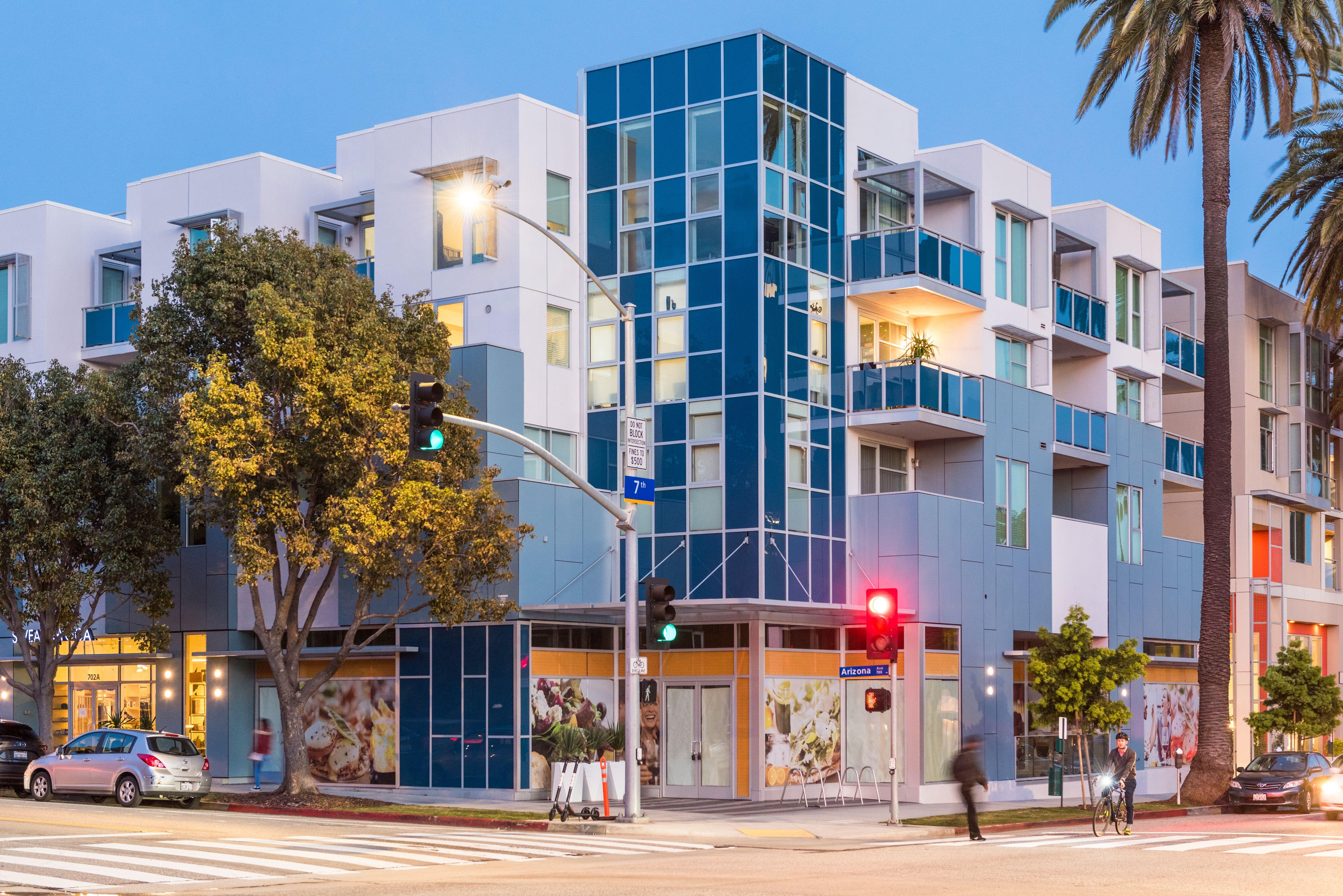 City Living Or City Loving Santa Monica Apartment Santa Monica City Living
