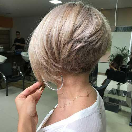 Photo of Flatterende lagdelte korte hårklipp for tykt hår