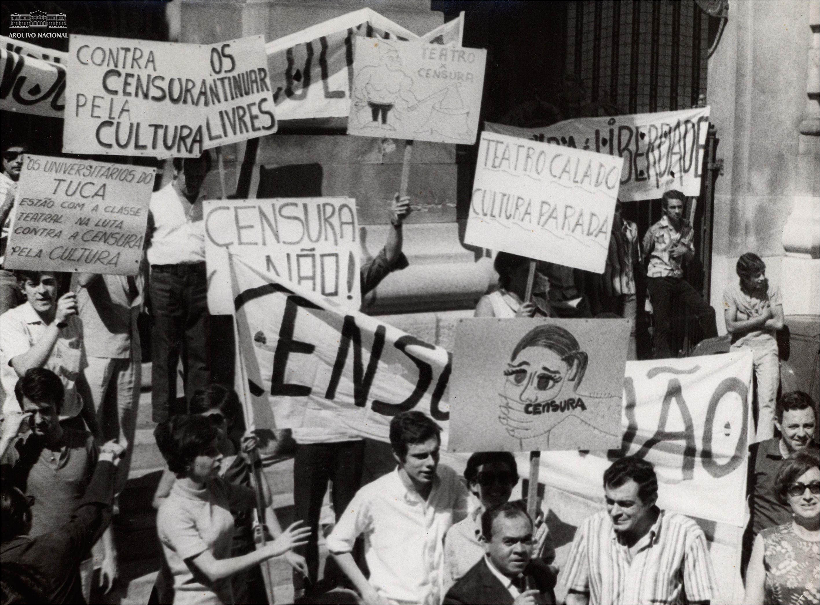 Artistas Protestam Contra A Ditadura Militar Sem Data Arquivo