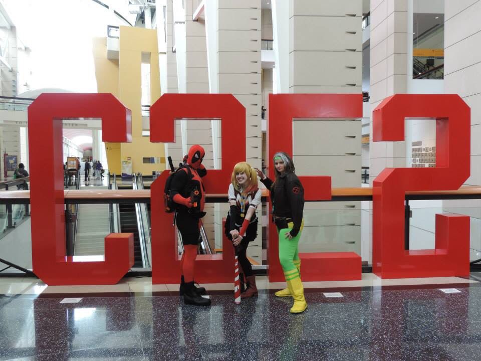 At C2E2 Arkham Harley Quinn by Sarahnade Cosplay, Deadpool by Futilesparkle cosplay, and Rogue by Riddler Batman Cosplay #C2E2