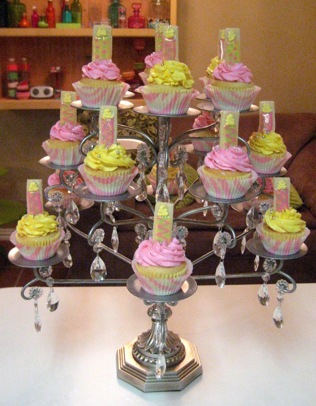Chandiler cup cake stand ahhh i just love this stand i cant chandelier turned into a cupcake stand hmmm wonder if mine would come out like this arubaitofo Image collections