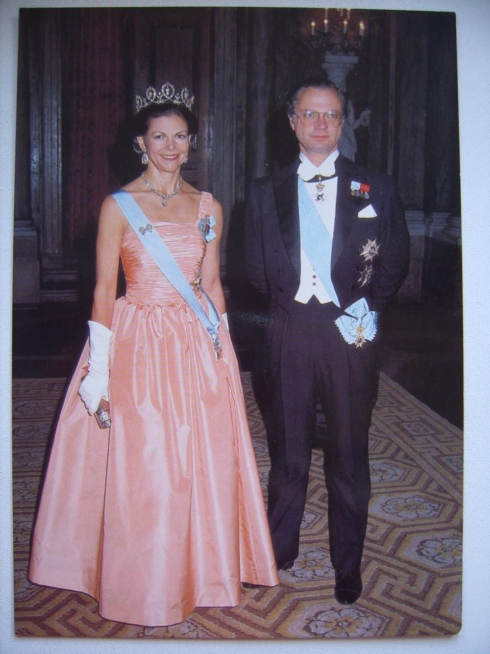 Never seen this photo or dress of Queen Silvia!