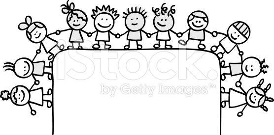 Feliz Grupo De Niños Agarrar De La Mano Con La Solución En Blanco