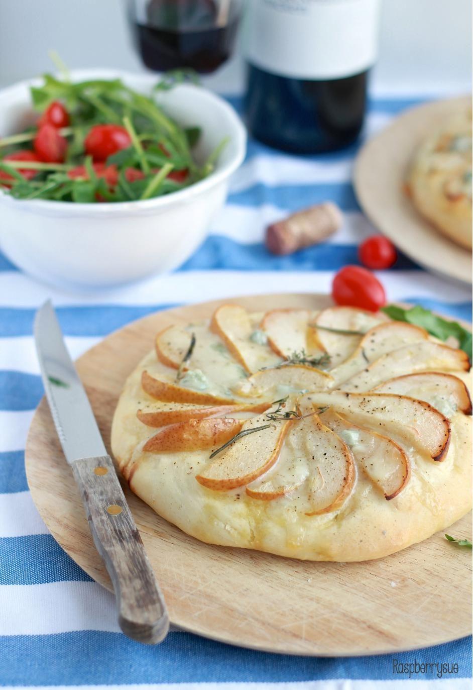 Herbed Focaccia with Pear and Blue Cheese // Kräuterfocaccia mit Birnen und Gorgonzola
