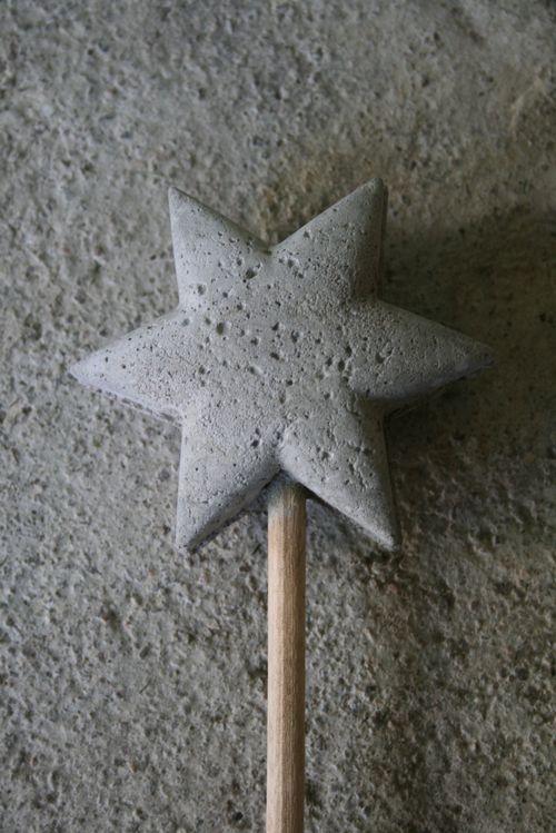 Dekoration im Garten Acrylsternform, Holzstab + Beton basteln - beton basteln garten
