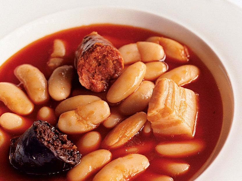 This Dish Is Called Fabada Asturiana Because It Is Regarded As The Region S Signature Dish Traditional Ve Pork N Beans Pork And Beans Recipe Ham And Bean Soup