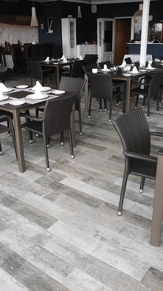 Cozy but modern interiors with our #wood-like porcelain #tile Cava. We can see it in this restaurant in Torrevieja.