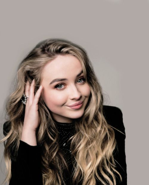 sabrina carpenter shadows перевод