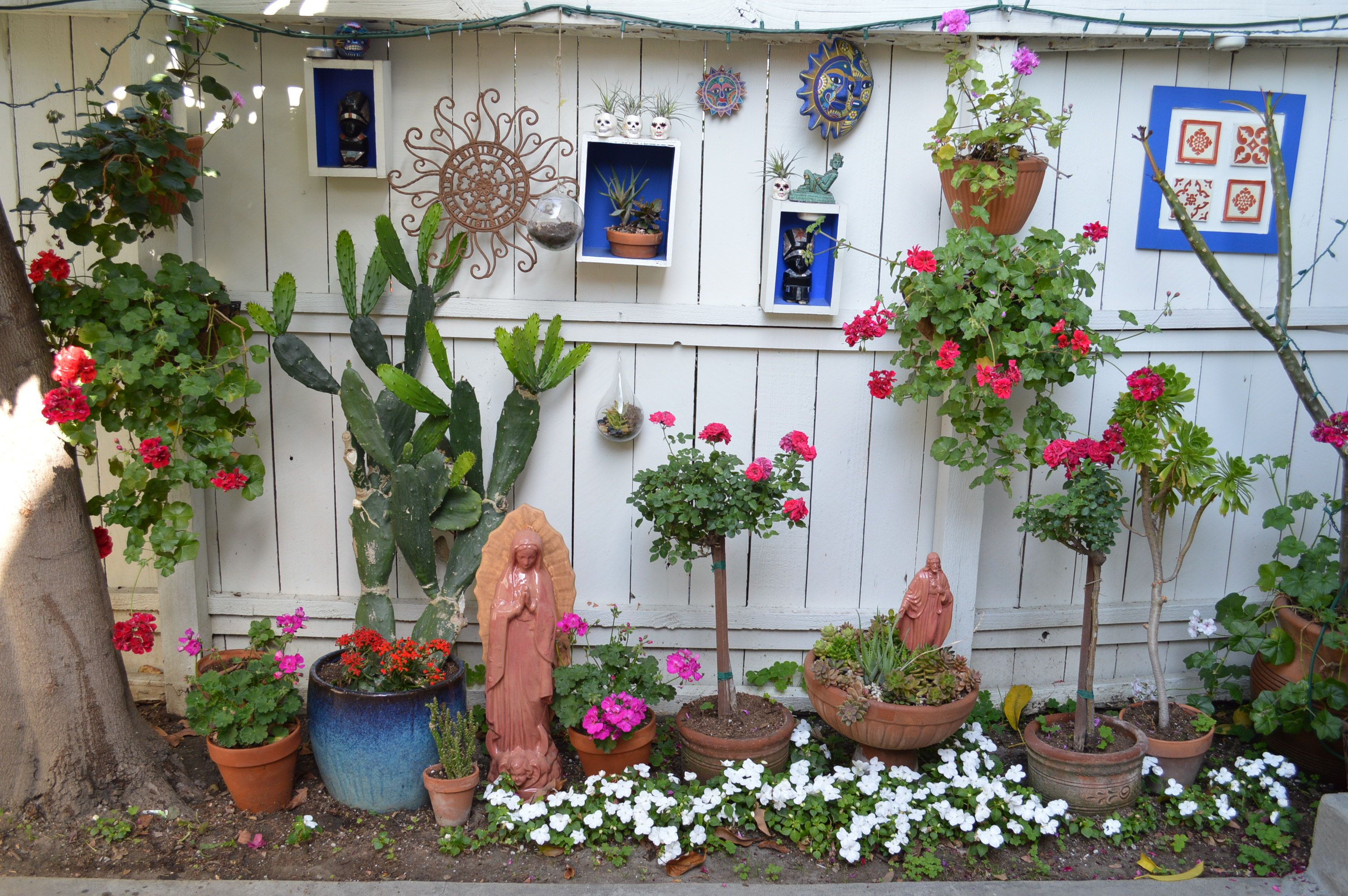 Spanish /Mexican garden. My patio reflects my style the color red ...