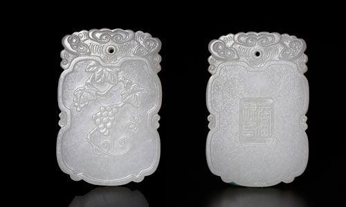 CHINESE QING DYNASTY WHITE JADE PENDANT Lot 95 EST Price: USD 4,000 - 5,000 Start Price: USD 2,000