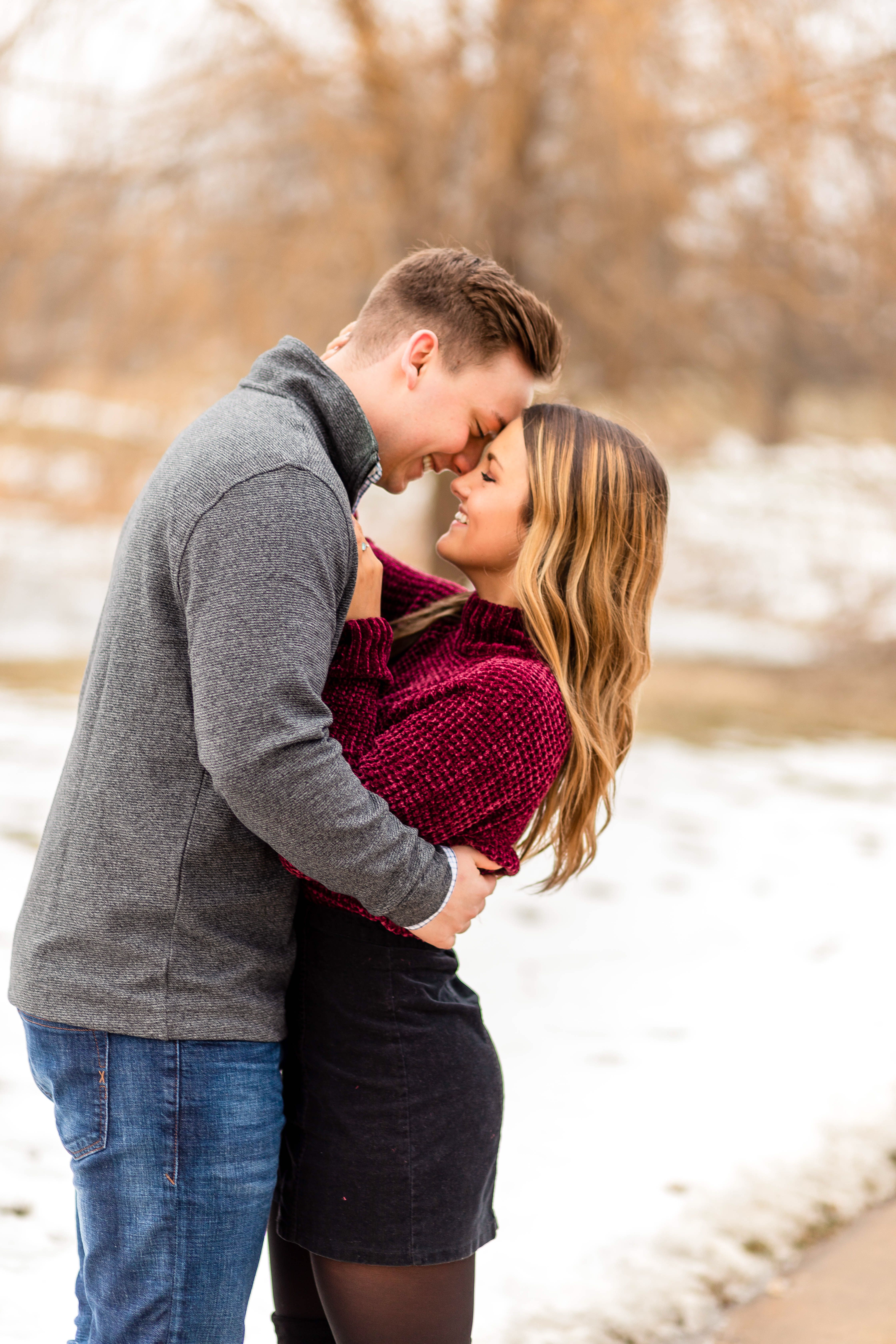 Engagement photos outfitsWinter Outfit inspirationcute