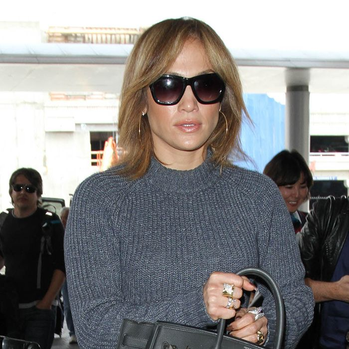 JLo Chopped Off Her #Hair—Thoughts? http://ow.ly/Nz3nc #BodyToolz