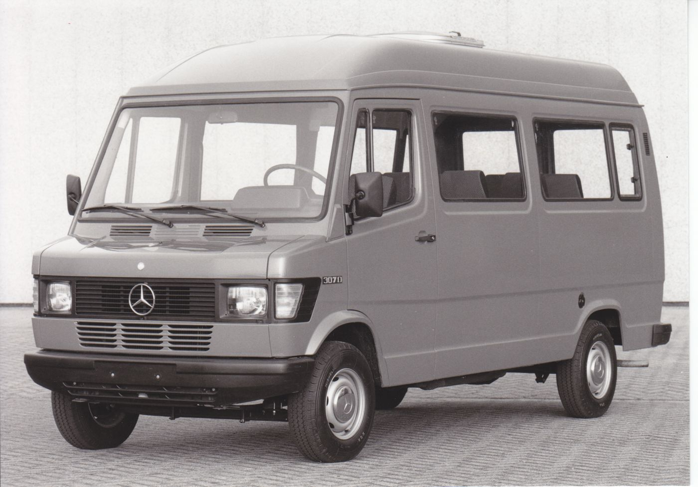 Mercedes benz kombi 207 307 d 210 310 car factory for Mercedes benz 210