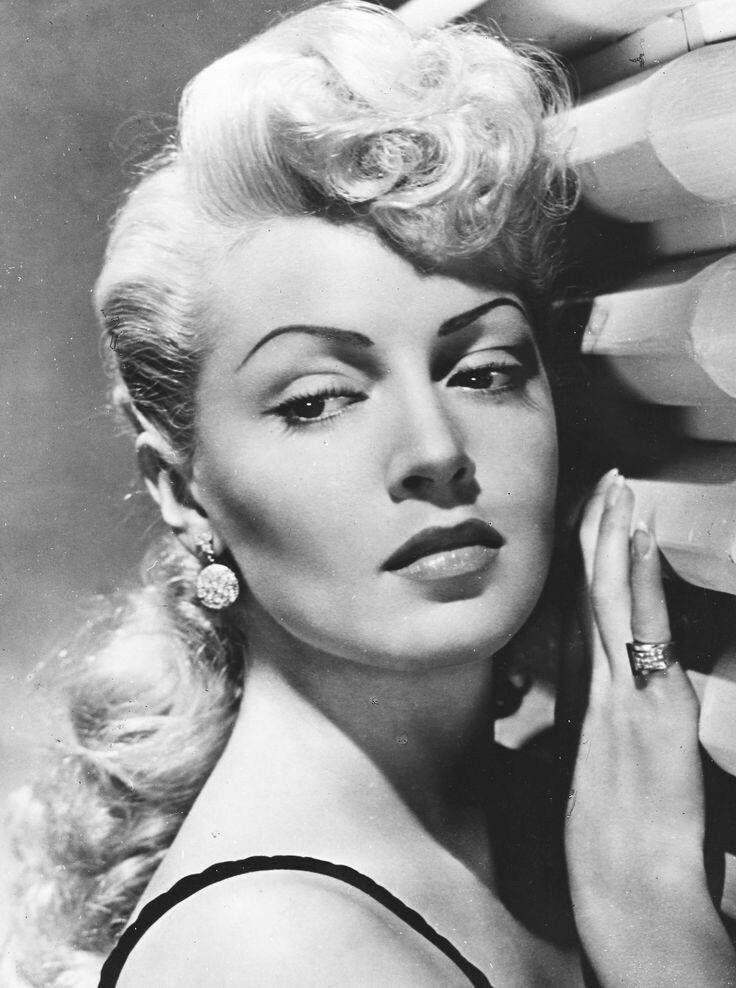 Gorgeous 1940s Glam! Lana Turner