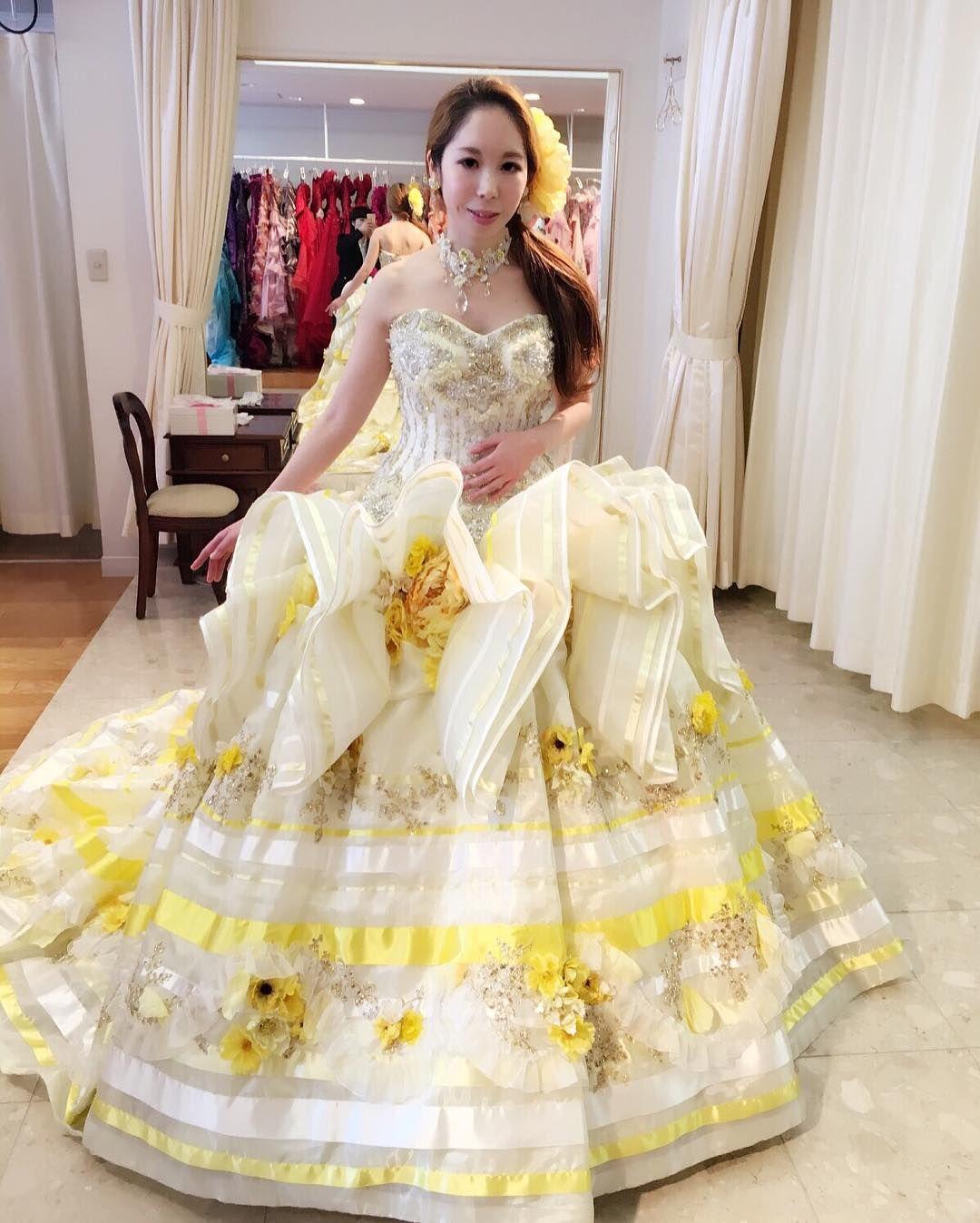 a603b23e12d0e 着ないカラードレス . . ステラのドレスはゴージャスで華やか . . 髪巻い ...