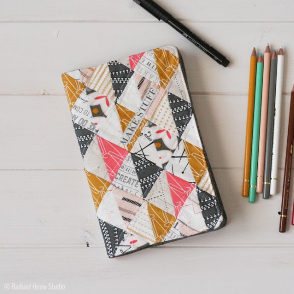Capa de caderno com retalhos é linda e útil (Foto: radianthomestudio.com)