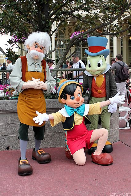 Pinocchio Geppetto And Jiminy Cricket Disney Theme Parks Disney World Characters Disney Figurines