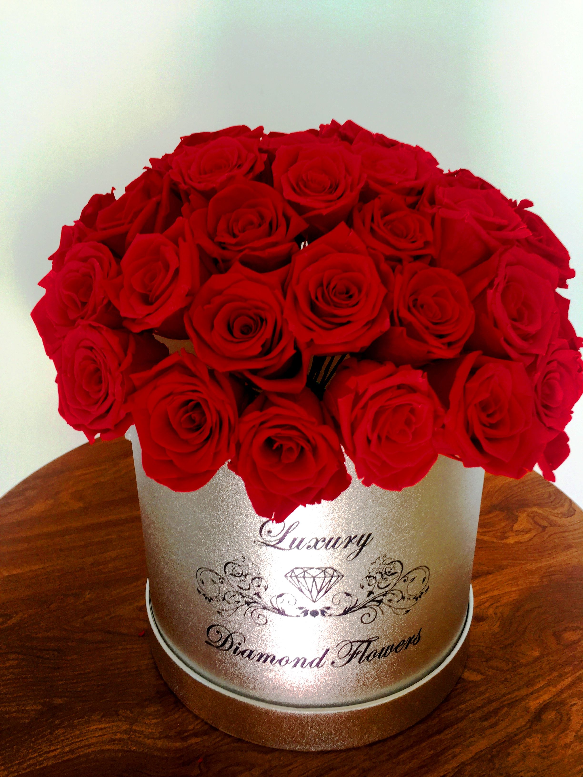 Luxury Flowers in hat box, Miami roses delivery, New York