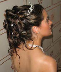 fleur et diadème Coiffure communion Hair, Hair styles