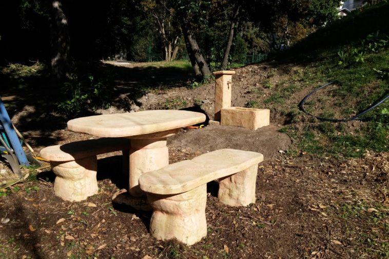 Salotto roccia grande Realizzazioni pozzi da giardino