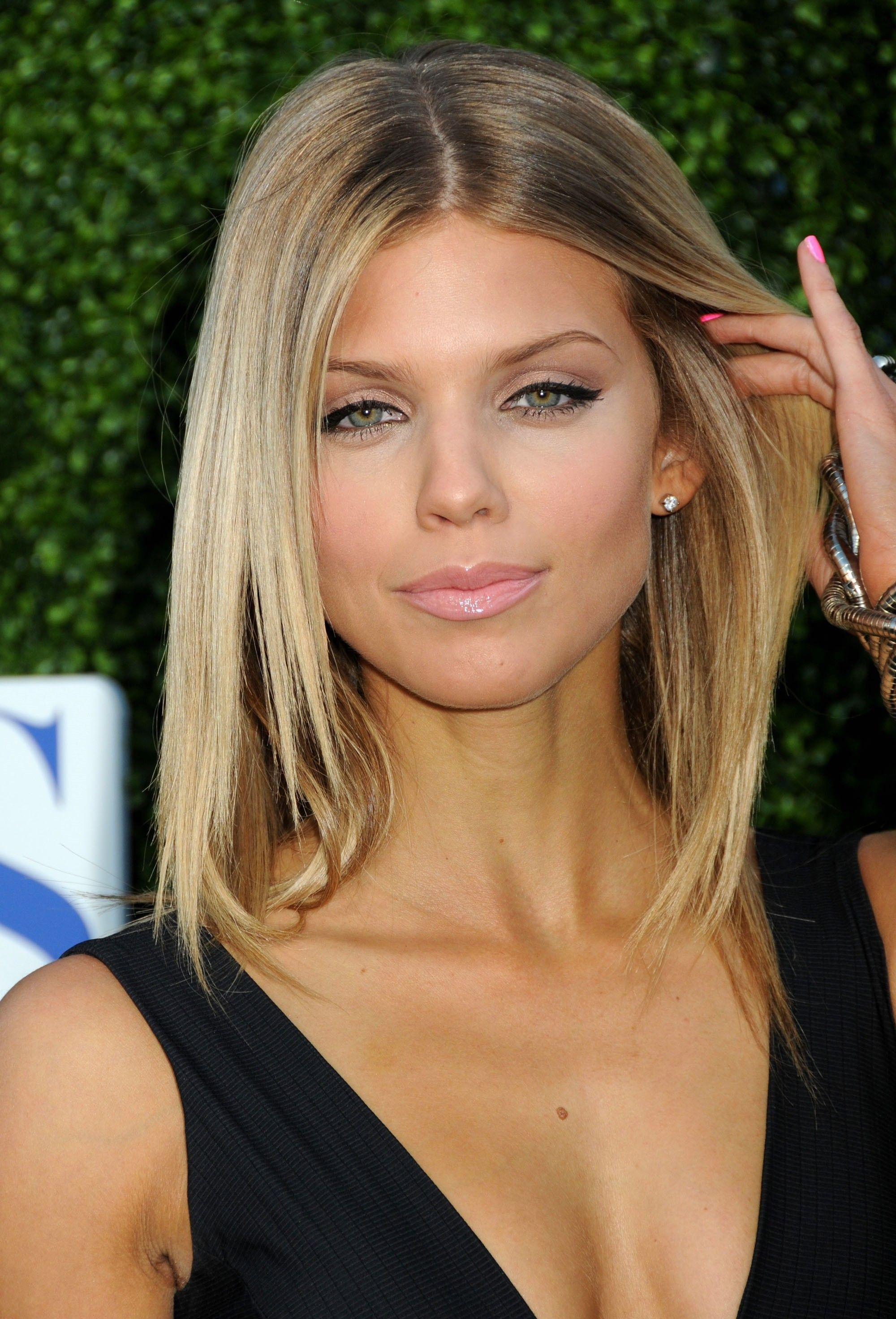 Chic beauty l annalynne mccord l heavy lined lid l glossy lip l
