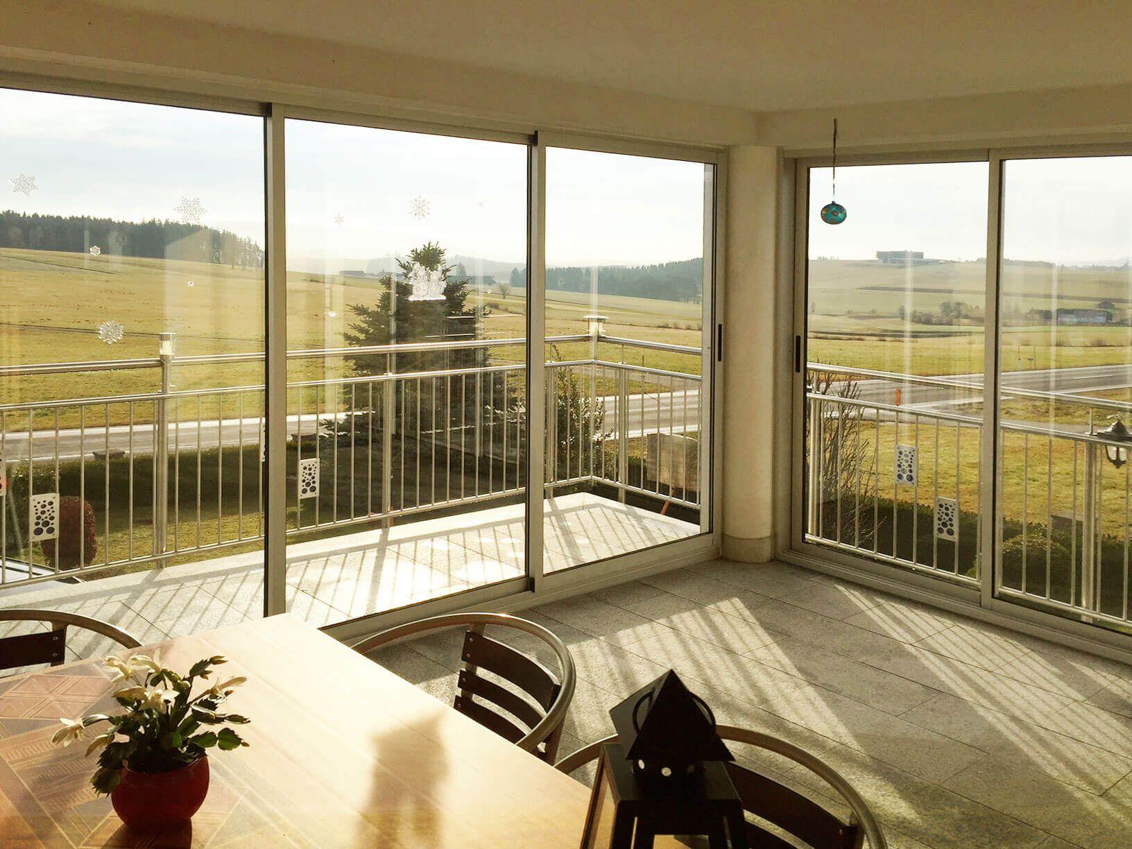 balkonverglasung schiebetüren - optimaler windschutz für deinen, Gartengerate ideen