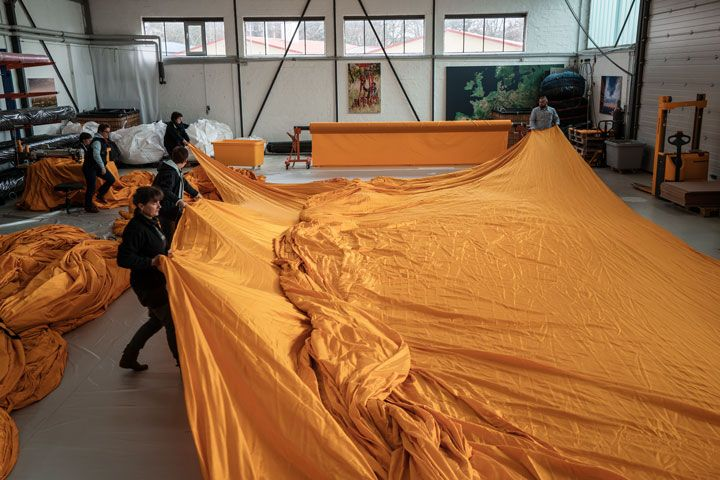 Manufacturing — Christo and Jeanne-Claude: The Floating Piers...♔..