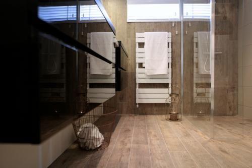 Slimme tips om je badkamer groter te laten lijken - Eigen Huis en ...