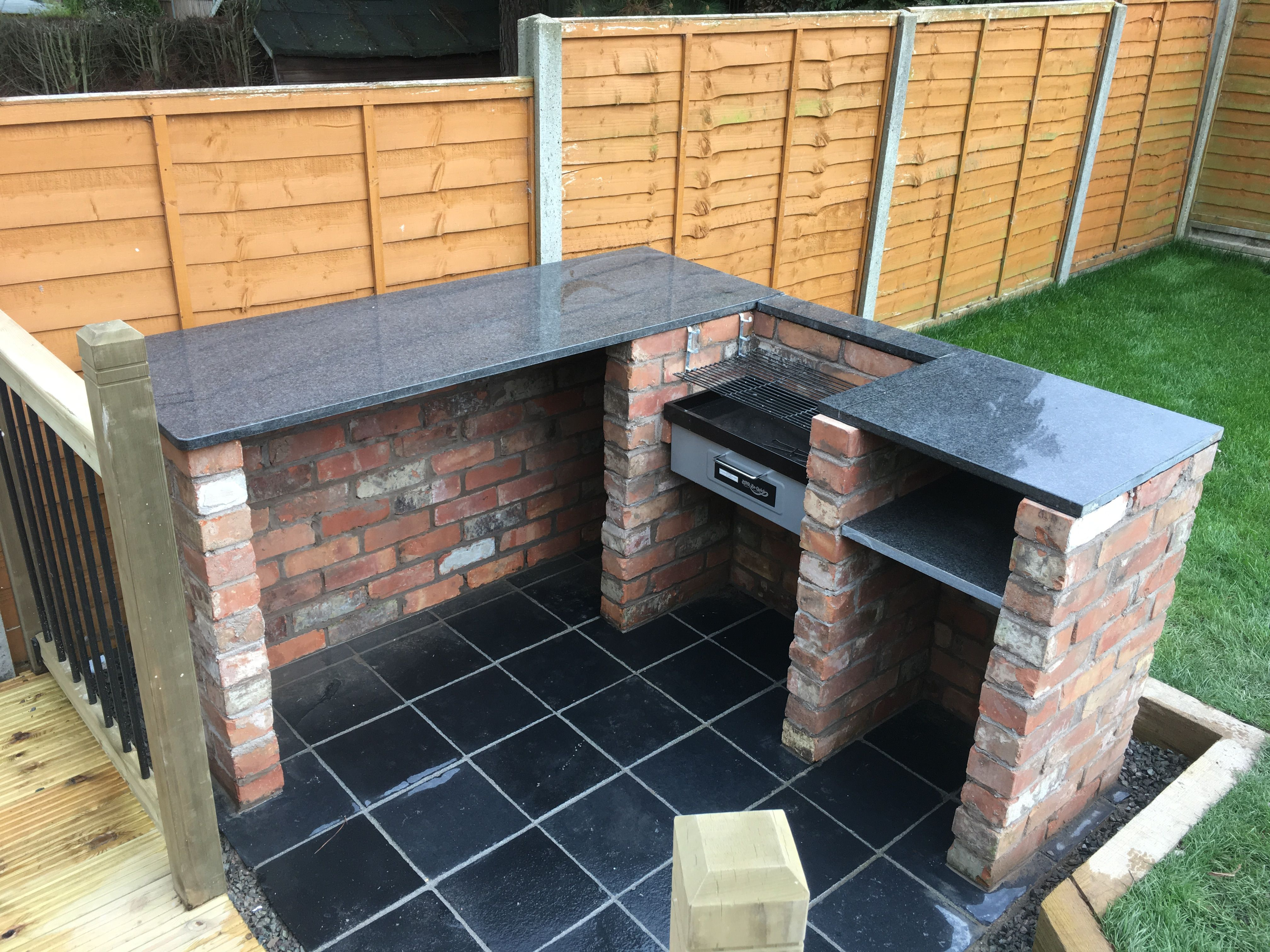 Bbq and pizza oven with granite worktop and rustic brick for Garden design ideas bbq