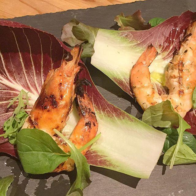 . こちらは季節メニューの 《天使の海老 ハーブグリル》です⭐️ . ニューカレドニア産の海老🦐2匹で800円です! 是非お召し上がりください✨ . #YAKINIKUMARU#ヤキニクマル#ステーキ#肉バル#肉#名古屋#新栄#栄#steak#beef#vegetables#天使の海老#海老#グリル
