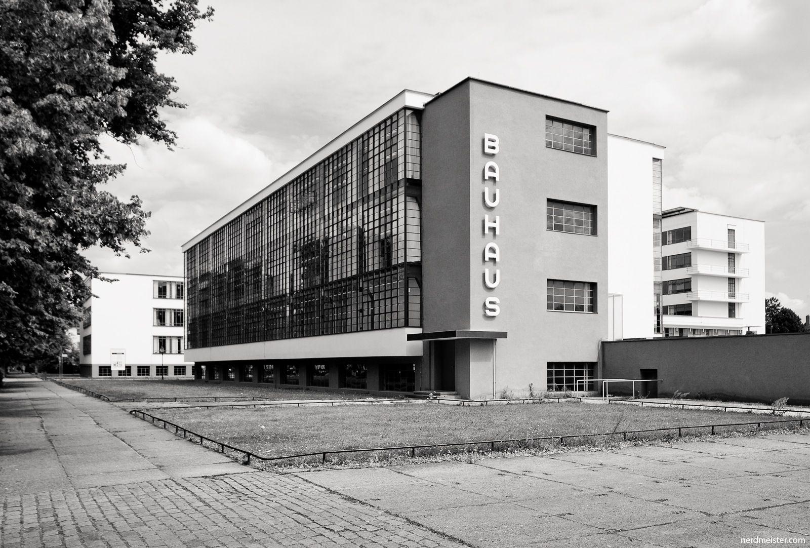 Bauhaus Mobili ~ The look of modern architecture bauhaus architecture and