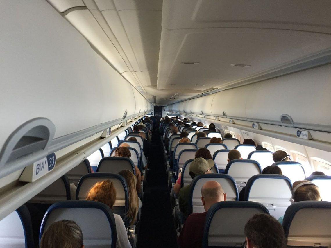 Delta Air Lines Fleet Mcdonnell Douglas Md 90 30 M90 Economy Class Cabin During Flight Phot Delta Airlines Airline Fleet